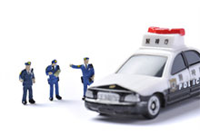 最寄りの警察に事故の届を出す